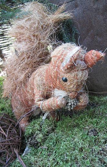 Koiramäki Tuusula lahjatavaramyymälä pajumyymälä pajukurssi sisutusliike sisustustavara huovutettu orava