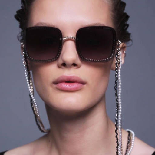 occhiali con catena tendenza occhiali con catena occhiali estate 2020 chain sunglasses strap mariafelicia magno fashion blogger color block by felym fashion blogger italiane fashion blog italiani italian fashion bloggers