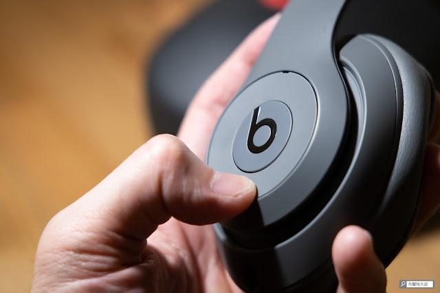 【開箱】幾乎無懈可擊的 Beats Studio3 Wireless 抗噪藍牙耳機 - 左耳側可以接聽電話、呼叫 Siri、音量控制