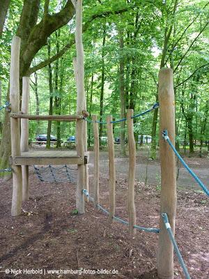 Spielplatz im Wald, Hamburg, Waldspielplatz zum Klettern