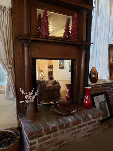 the washingto grooms lounge fireplace