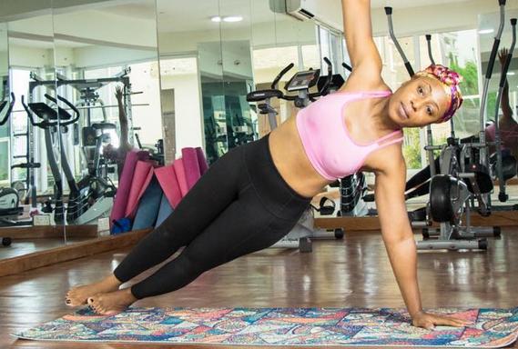 Dakore-Akande-showcase-fitness-techniques-in-yoga