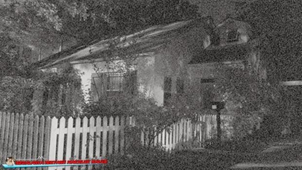 Rumah Kuno ini Dibakar karena Dipercaya Berhantu