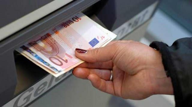 Έρχεται η φορολόγηση αναλήψεων μετρητών για μείωση της φοροδιαφυγής