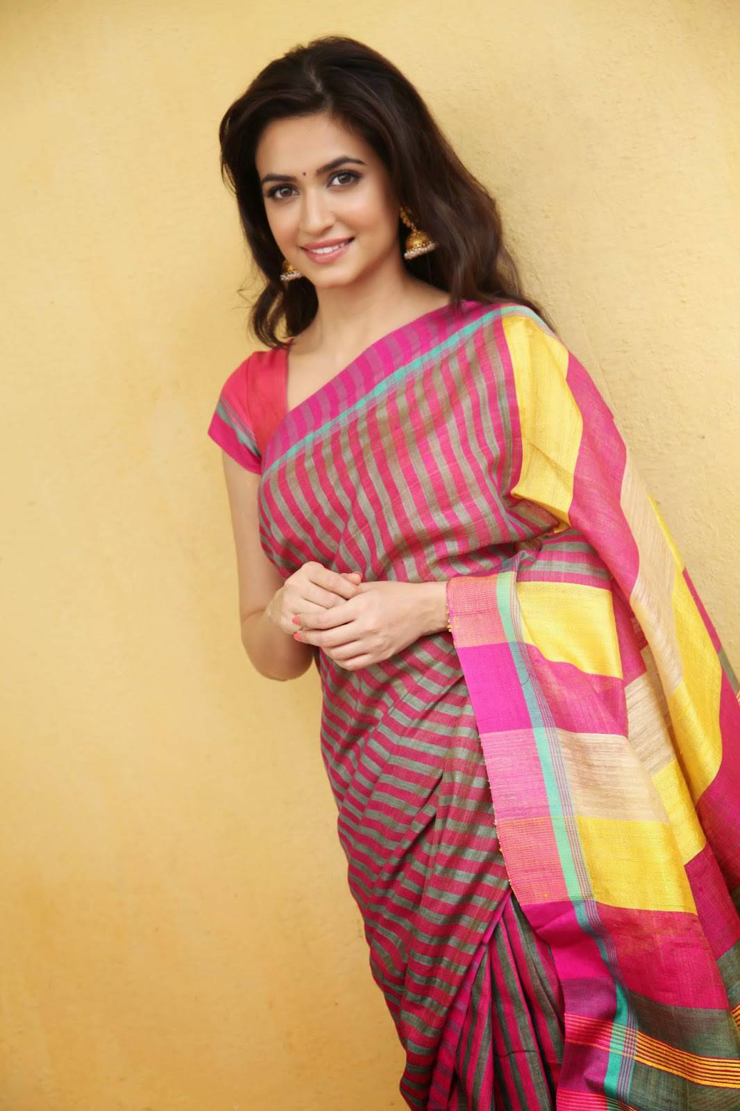Actress Kriti Kharbanda Stills in Pink Saree
