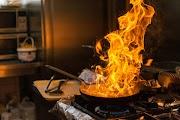 Tűzhelyen felejtett étel okozott hatalmas füstöt egy egri társasházban