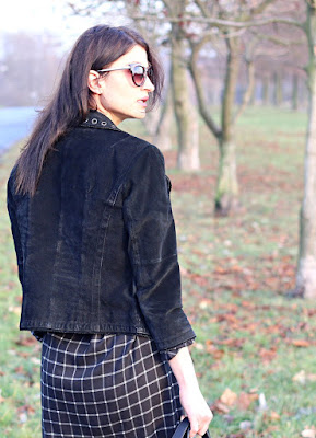 novamoda stylizacje, novamoda style, jesienne inspiracje, jesienny styl, biker, skórzana kurtka, buty za kolano, total black, cateye, blog po 30 ce, streetstyle, jesienne inspiracje, moda, kobiety, styl życia, sukienka,