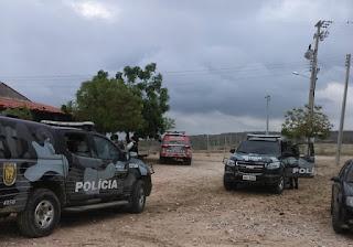 Quixadá - Continua a procura do grupo que matou policiais, na fuga um carro de um padre foi tomado