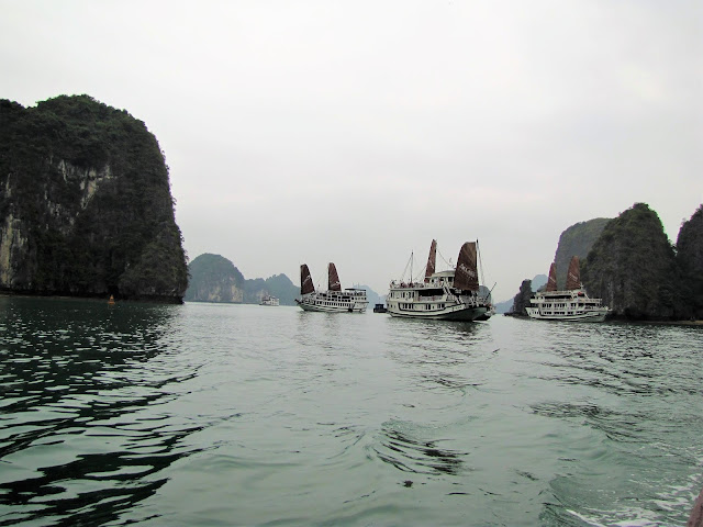halong bay cruise ships vietnem