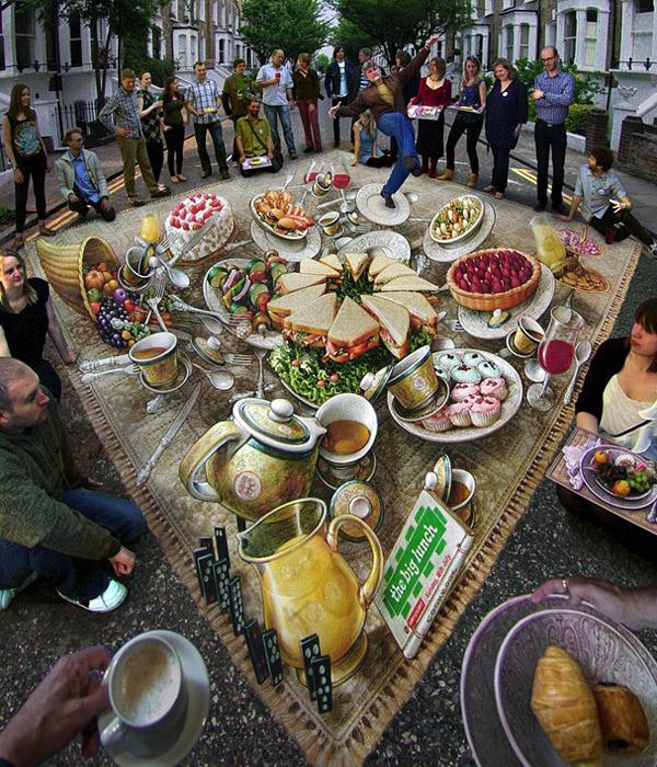 Pastalar, börekler, sandviçler ve meyvelerden oluşan zengin bir sofra gösteren kaldırım sanatı resmi