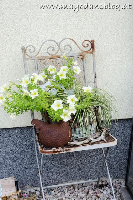 bepflanzter Shabby-Stuhl