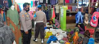 Personel Polsek Cendana Polres Enrekang Melaksanakan Patroli Prokes Di Pasar Kabere, Ini Yang Di Lakukan