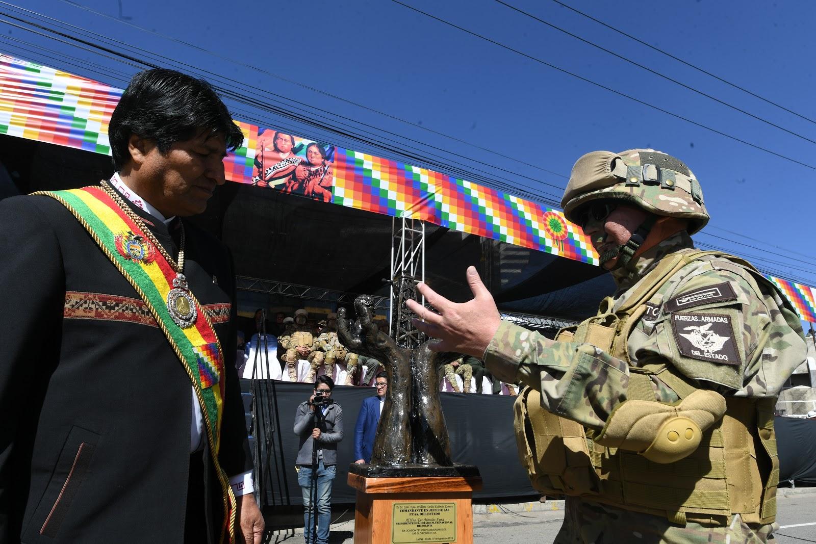 La cúpula militar, desde el acto conmemorativo en El Alto, ha dado un mensaje claro de obediencia política a Morales / ABI
