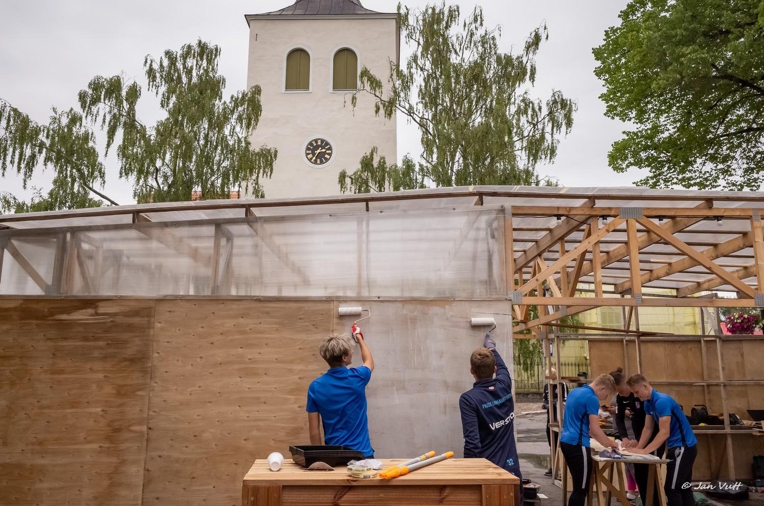 12de2b546ff Keskväljaku puhkeala rajamisele tuli Paide Linnameeskond vabatahtlikele  appi.
