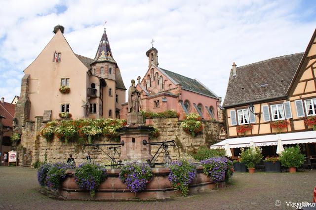 Piazza Saint Leon la principale del villaggio