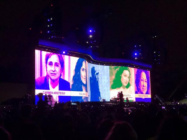U2 muestra solidaridad con México, canta 'Cielito Lindo' y proyecta rostro de Carmen Aristegui y Salma Hayek en concierto