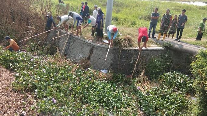 Danramil Karya Bakti Normalisasi Sungai Wrati