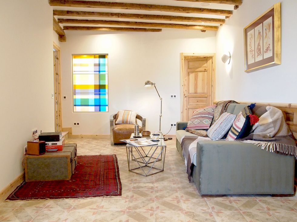 salón de estilo vintage de un piso antiguo reformado en Madrid