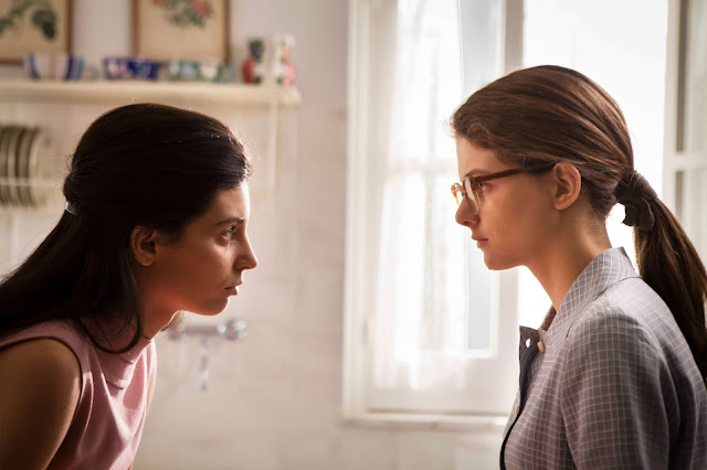 Margherita Mazzucco como Elena y Gaia Girace como Lila en 'La amiga estupenda: un mal nombre'