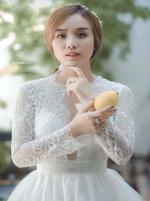Vợ Cũ Hoài Lâm Bất Ngờ Đăng Ảnh Mặc Váy Cưới Và Lời Tâm Sự Khiến Nhiều Người Xót Xa