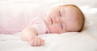 كيف تجعلين طفلك ينام مبكرا