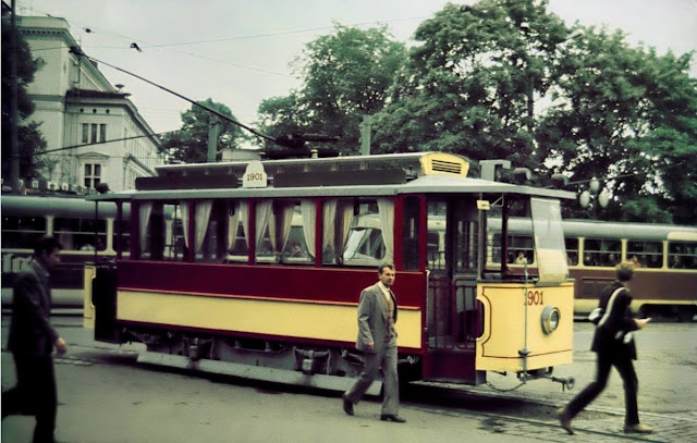1984 год. Рига. Трамваи на углу улиц Кришьяна Барона и Радио (автор фото: © quadrat2)