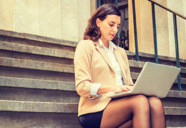 Короткие юбки помогут строить карьеру