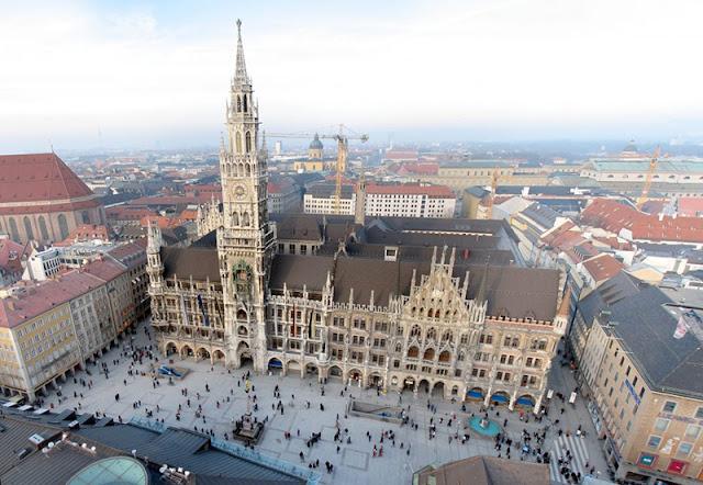 Vista da praça Marienplatz em Munique