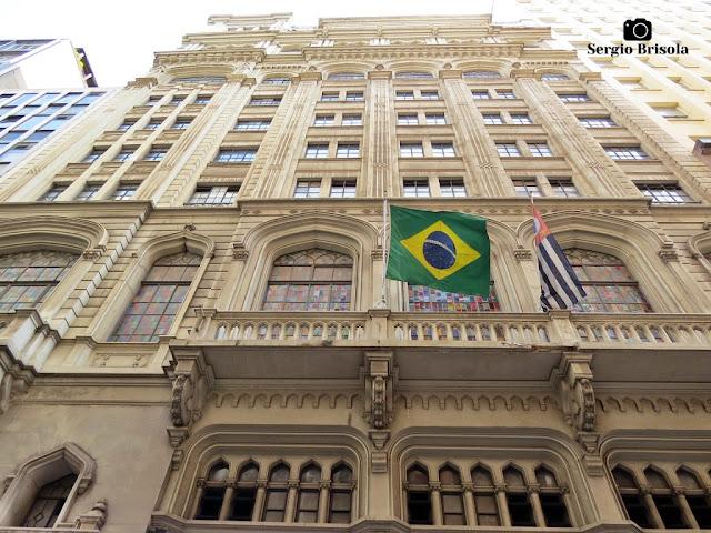 Perspectiva inferior da fachada do Antigo Edifício Banco Comercial do Estado de São Paulo - Centro - São Paulo