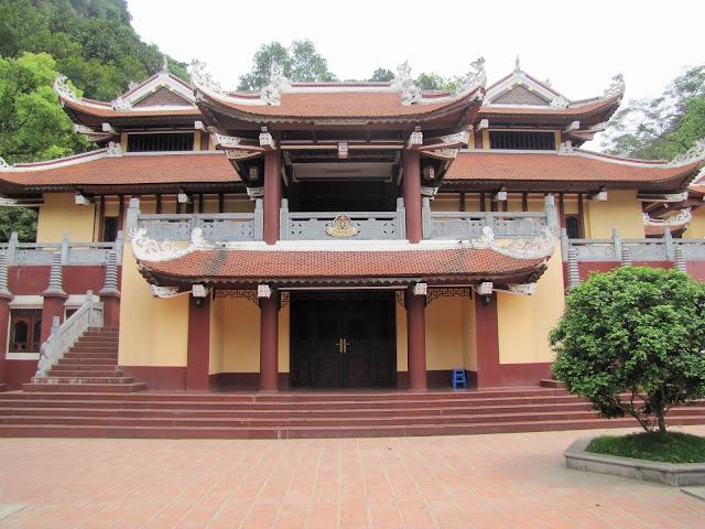 3 story thien tru perfume pagoda vietnam