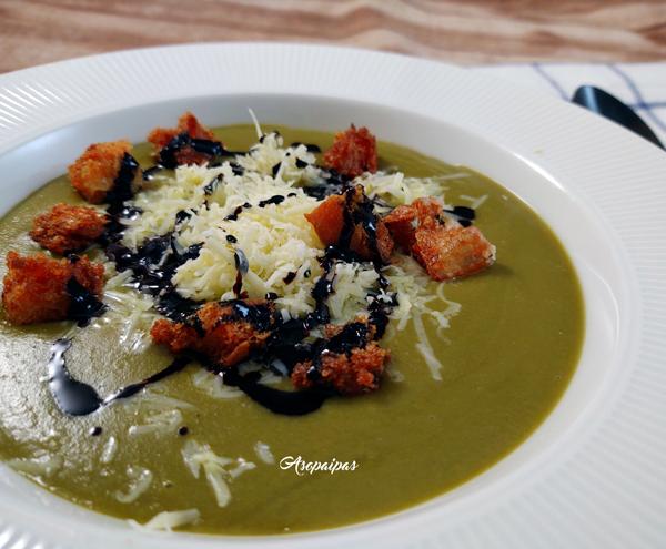 Crema de Brócoli, Maíz y Espinacas con Queso Cheddar y Pan Frito. Vídeo Receta