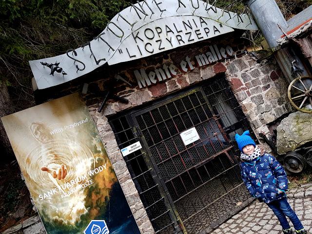 Karkonosze z dzieckiem - atrakcje dla dzieci w Karpaczu - góry z dzieckiem - podróże z dzieckiem - sztolnie w Kowarach - Kopalnia Liczyrzepa - Dolny Śląsk z dzieckiem