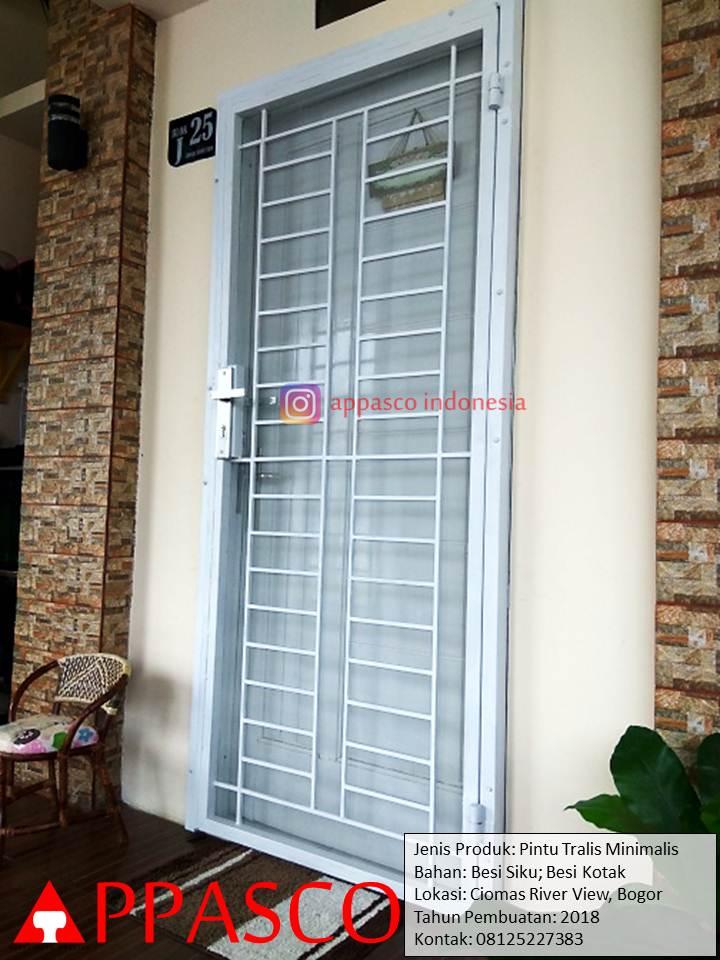 Pintu Teralis Minimalis Sederhana Simple di Ciomas River View Bogor