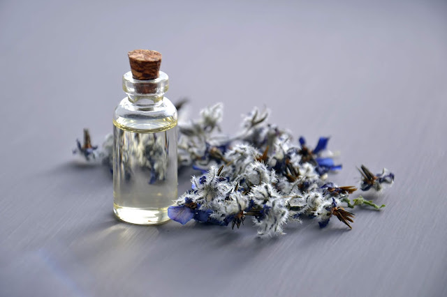 5 AMAZING BENEFITS OF LAVENDER ON THE SKIN