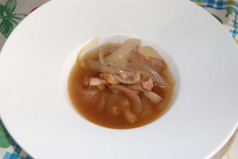 sopa de cebolla y bacon