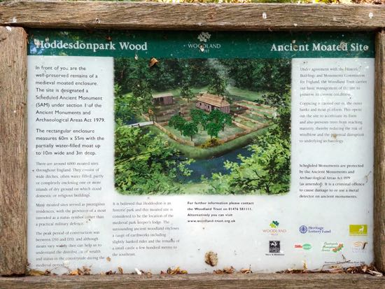 The information board for the ancient moated site in Hoddesdon Park Wood Image by Hertfordshire Walker released under Creative Commons BY-NC-SA 4.0