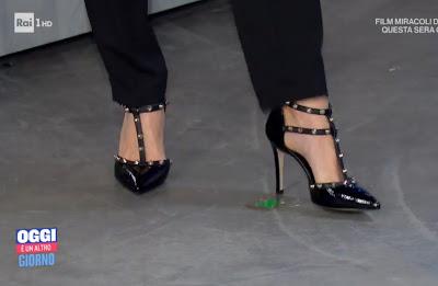Francesca Fialdini piedi scarpe tacchi alti con borchie