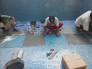 keramik mozaik kolam renang