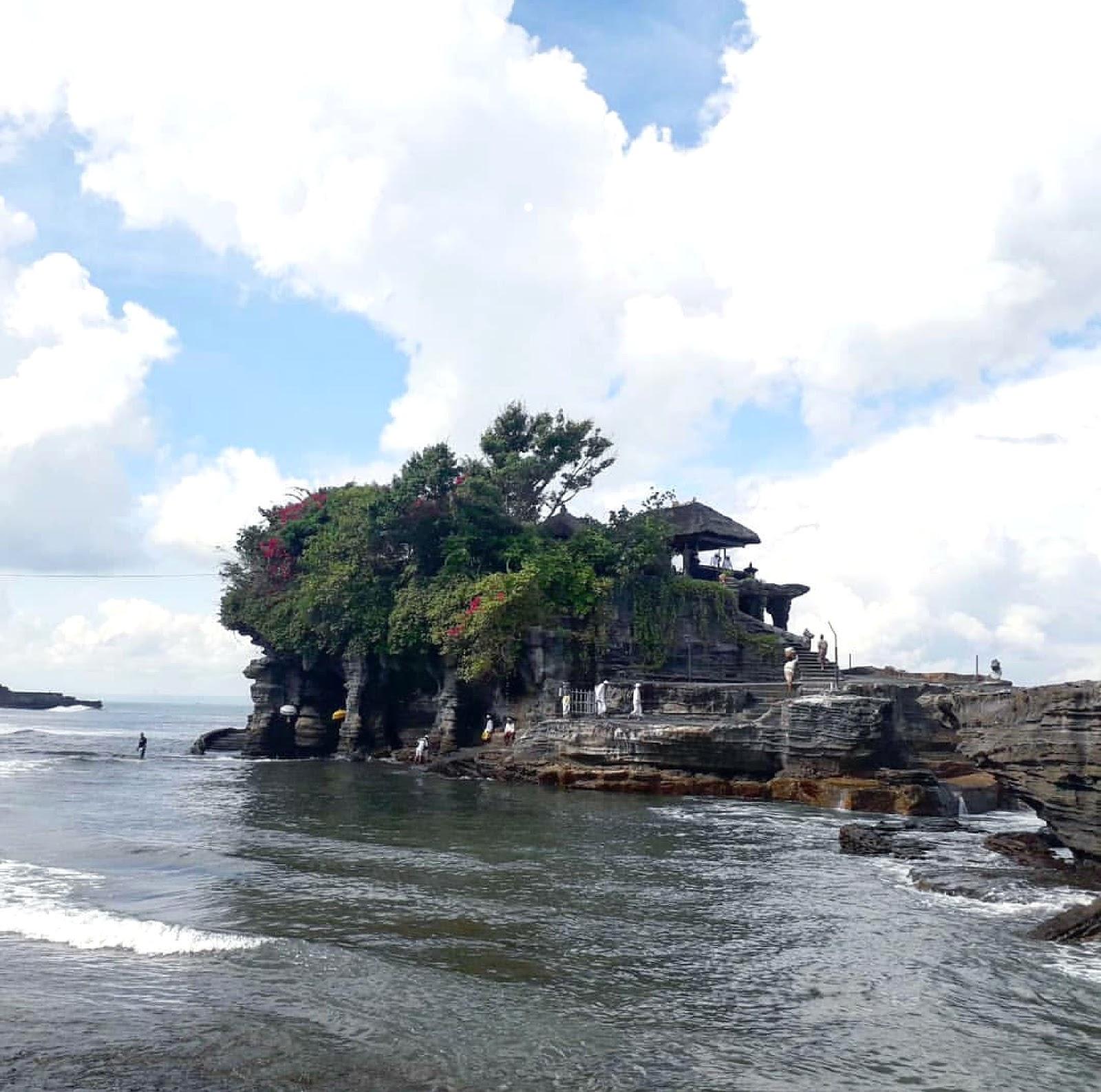 10 Gambar Tanah Lot Bali, Rute + Lokasi dan Hotel Terdekat