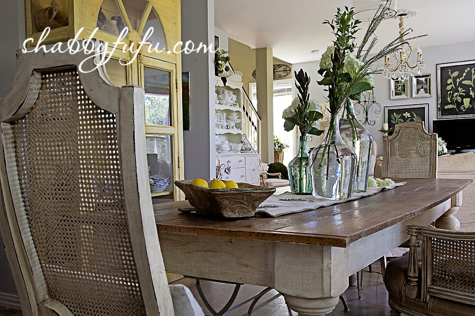 French country decor in Texas - a tablescape featured in vie a la campagne magazine.