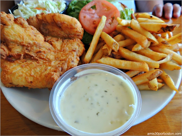 Jake's Seafood Restaurant: Lunch Fish Burger $13.95