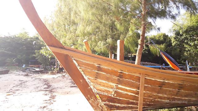 การซ่อมแซมเรือหางยาว