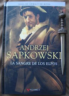 Portada del libro La sangre de los elfos, de Andrzej Sapkowski