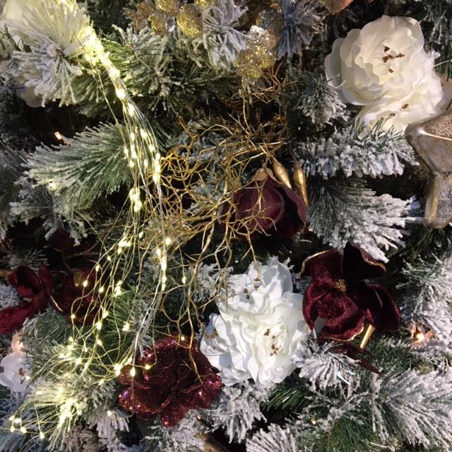 kerstboom wit met donkerrood