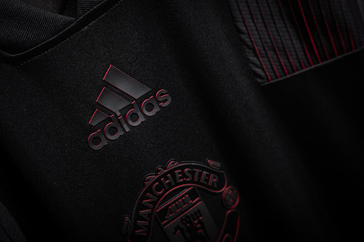 0e521f9aa4f Amazing Blackout Manchester United 18-19 Tango Jersey Released ...