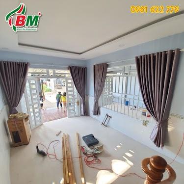 Màn vải trơn đẹp cản nắng chống nóng cho phòng khách sang trọng mát mẻ,,công trình tại tiến thành đồng xoài,