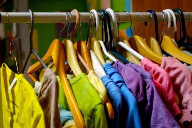 ρίξτε μισό φλιτζάνι ξίδι στα ρούχα
