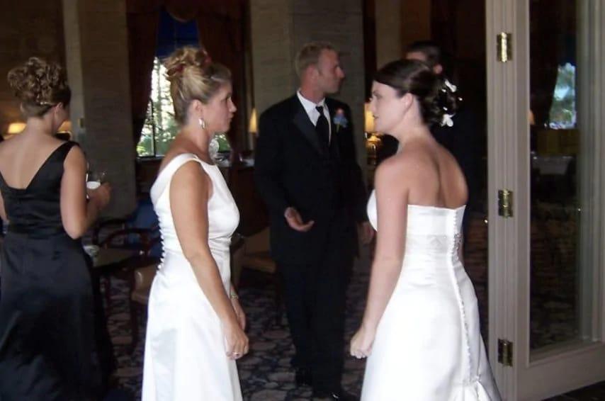 Vestito Da Sposa Quel Mostro Di Suocera.Notizieacolori Suocera Si Veste Come La Sposa Il Giorno Del