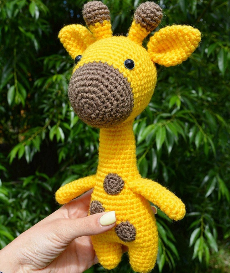 Amigurumi crochet toy giraffe