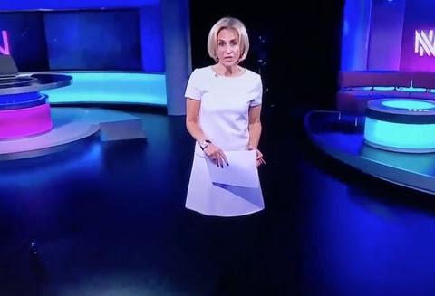 UNA PRESENTADORA DE LA TELEVISIÓ BRITÀNICA SURT A L'AIRE 'SENSE CAMES' (VÍDEO)